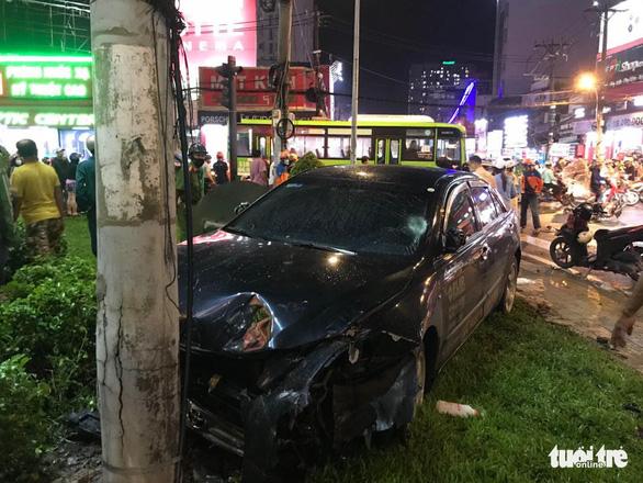 Vụ ôtô húc loạt xe máy: nạn nhân bị giập phổi, chấn thương thận, ngực - Ảnh 2.