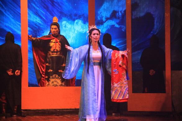 Sân khấu cải lương kể chuyện công chúa nhà Đinh - Ảnh 1.