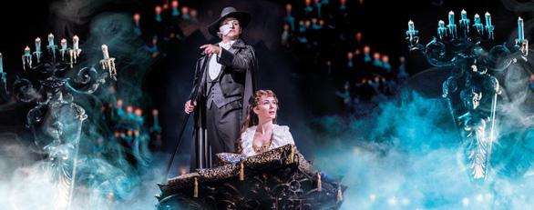 Tác giả của vở nhạc kịch Phantom of the Opera tình nguyện thử vắc xin - Ảnh 3.