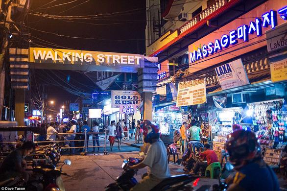 Philippines bắt 7 người Trung Quốc, giải cứu 2 phụ nữ Việt bị ép bán dâm - Ảnh 1.