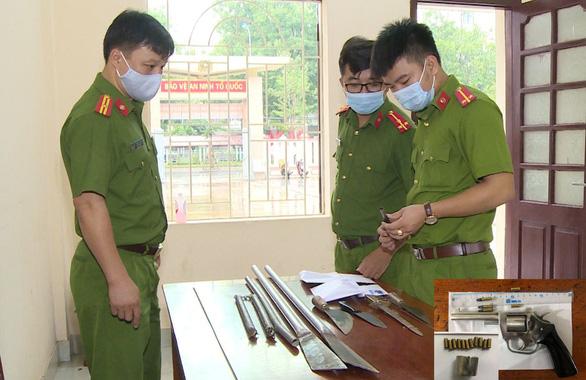 Hai nhóm thanh niên hỗn chiến, dùng súng côn bắn 2 người bị thương - Ảnh 1.