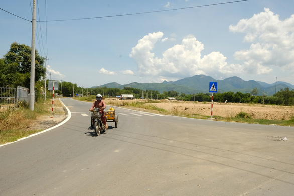 Kỷ luật 8 quan chức Quảng Ngãi liên quan đến dự án, đất đai, bổ nhiệm - Ảnh 1.