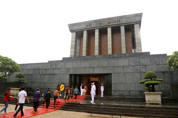 Mở cửa Lăng Chủ tịch Hồ Chí Minh từ 15-8 - Ảnh 1.