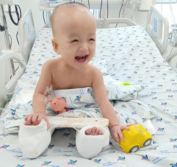 Trúc Nhi - Diệu Nhi tròn một tháng mổ tách dính: Điều hạnh phúc nhất mẹ mong chờ - Ảnh 1.