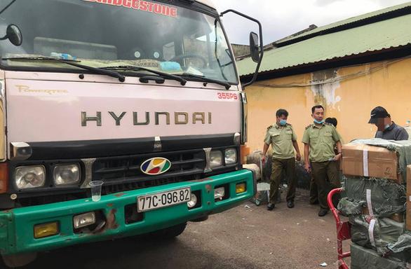 Xe tải chở nồi cơm điện, màn hình máy tính lậu từ Tây Ninh về Sài Gòn - Ảnh 1.
