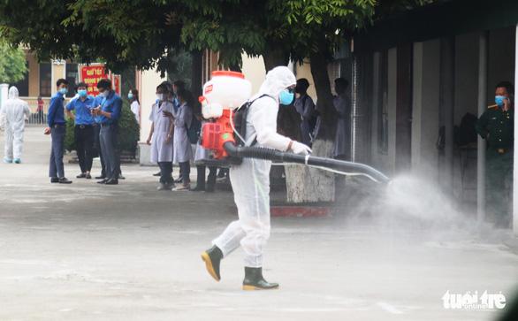 Nghệ An cử 16 y, bác sĩ vào hỗ trợ Đà Nẵng chống COVID-19 - Ảnh 1.