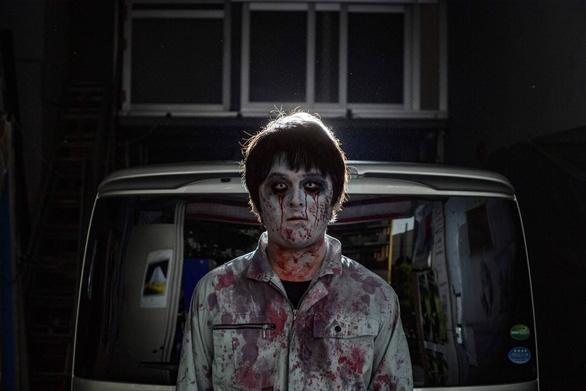 Thời COVID-19: Đi xem nhà ma la hét, khóc hết nước mắt... trong xe hơi - Ảnh 1.
