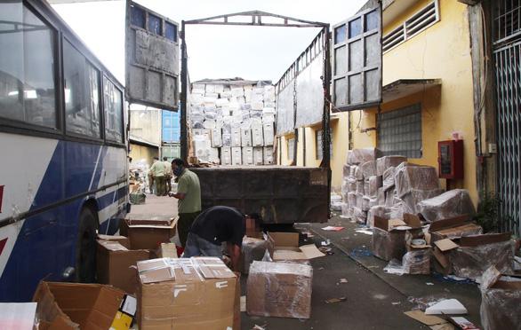 Tạm giữ 127.000 sản phẩm tân dược không rõ nguồn gốc trên xe tải - Ảnh 1.