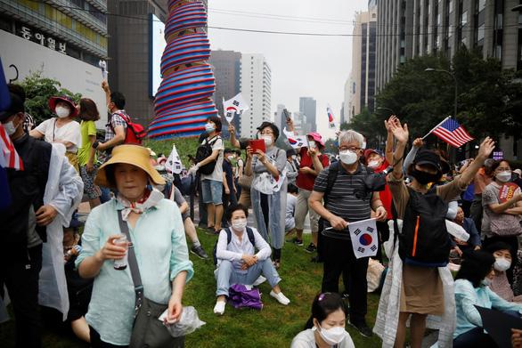 Số ca COVID-19 tăng kỷ lục, Hàn Quốc xử lý nghiêm các vi phạm chống dịch - Ảnh 1.