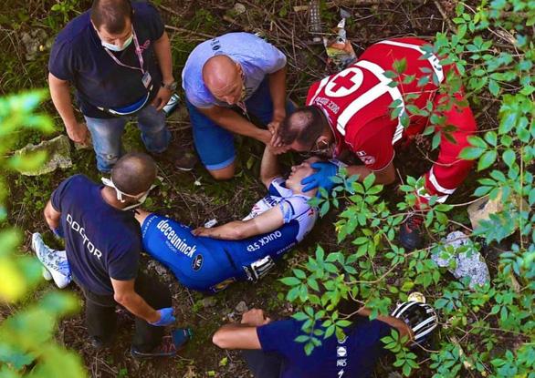 Một tay đua rớt khe núi ở giải Il Lombardia 2020 - Ảnh 3.