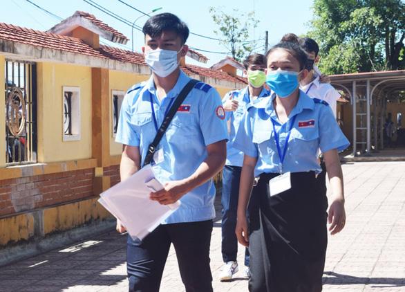 Quảng Bình xét nghiệm COVID-19 cho học sinh, sinh viên Lào - Ảnh 1.