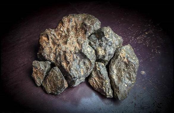 Rao bán viên đá Mặt trăng cực hiếm hình Mặt trăng - Ảnh 3.