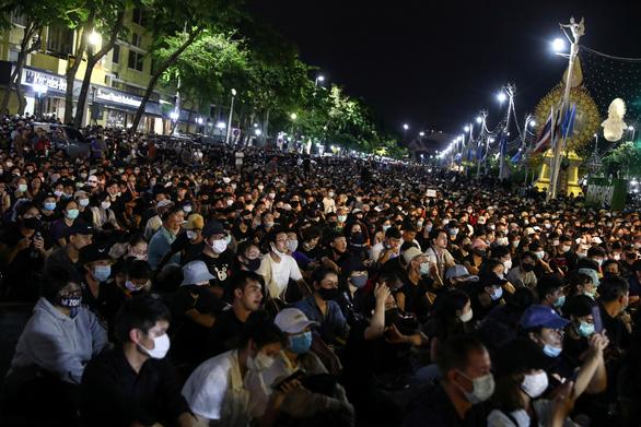 Biểu tình ở Thái Lan kêu gọi chính phủ từ chức, lớn nhất kể từ sau đảo chính 2014 - Ảnh 1.