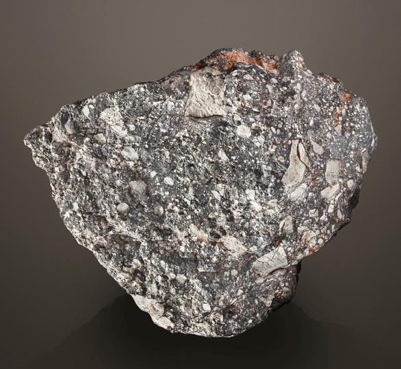 Rao bán viên đá Mặt trăng cực hiếm hình Mặt trăng - Ảnh 2.