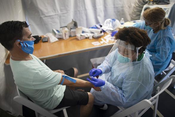Bệnh nhân COVID-19 khỏi bệnh có thể miễn nhiễm virus corona trong nhiều tháng - Ảnh 1.