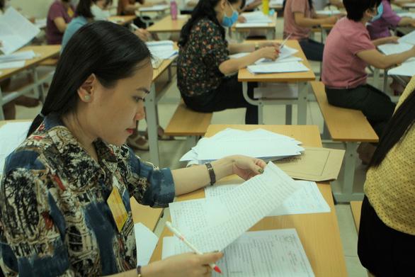 Chấm thi tốt nghiệp THPT: Nhiều tỉnh hoàn thành trước ngày 20-8 - Ảnh 1.