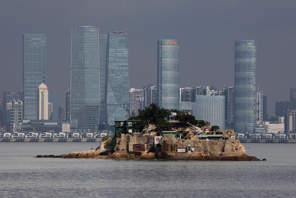 Đài Loan giám sát công dân Trung Quốc ở Hong Kong muốn định cư - Ảnh 1.