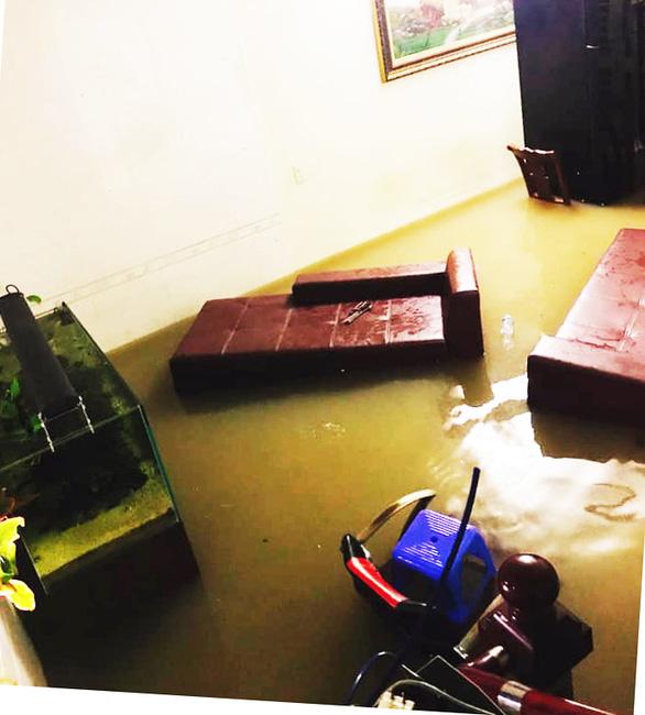 Nhiều nơi tại Quảng Ninh ngập cả mét vì mưa lớn - Ảnh 3.