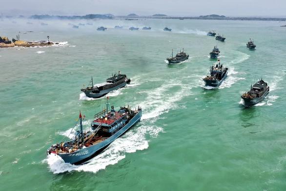 Trung Quốc dỡ lệnh cấm đánh bắt đơn phương, tàu cá nước này sắp tràn xuống Biển Đông - Ảnh 1.