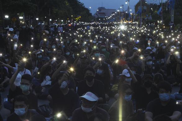 Biểu tình ở Thái Lan kêu gọi chính phủ từ chức, lớn nhất kể từ sau đảo chính 2014 - Ảnh 2.