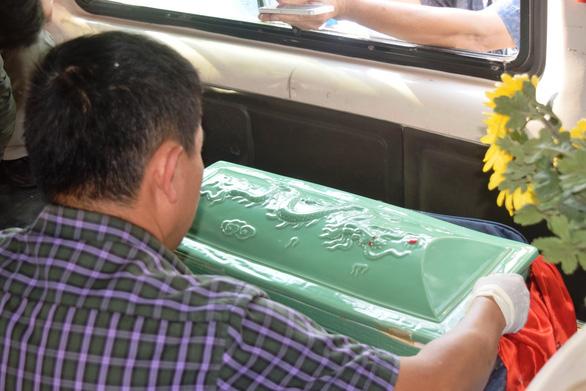 Xả thân chặn cái chết trắng - Kỳ 1: Bí mật trong chiếc xe tang - Ảnh 1.