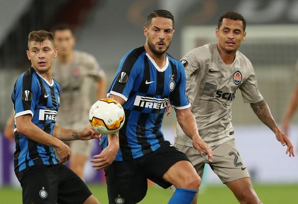 Lautaro Martinez, Lukaku cùng lập cú đúp, Inter Milan vào chung kết Europa League - Ảnh 2.