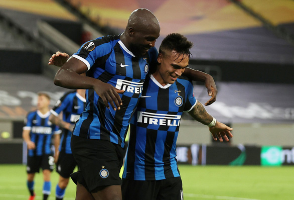Lautaro Martinez, Lukaku cùng lập cú đúp, Inter Milan vào chung kết Europa League - Ảnh 3.