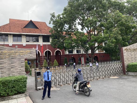 Cấm thì cấm, một trường ở Biên Hòa vẫn bắt 800 học sinh đi học - Ảnh 3.