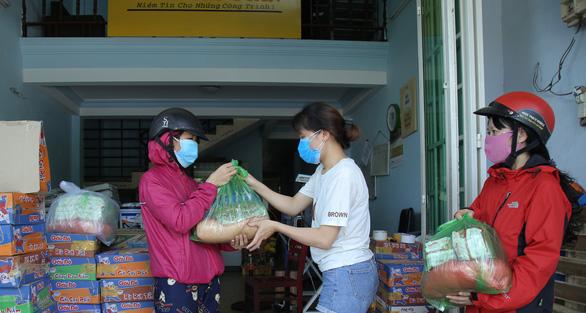 Đà Nẵng hỗ trợ 3 tỉ đồng cho người lao động khó khăn do COVID-19 - Ảnh 2.