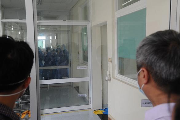Cụ già 90 tuổi ở Quảng Nam nhiễm bệnh sau tiếp xúc với y tá mắc COVID-19 - Ảnh 1.