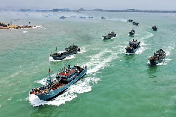 Nhật yêu cầu Trung Quốc kiềm chế quân sự ở Biển Đông và Hoa Đông - Ảnh 1.