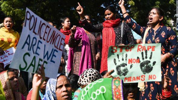 Ấn Độ sục sôi vụ cưỡng hiếp và giết hại bé gái 13 tuổi - Ảnh 1.