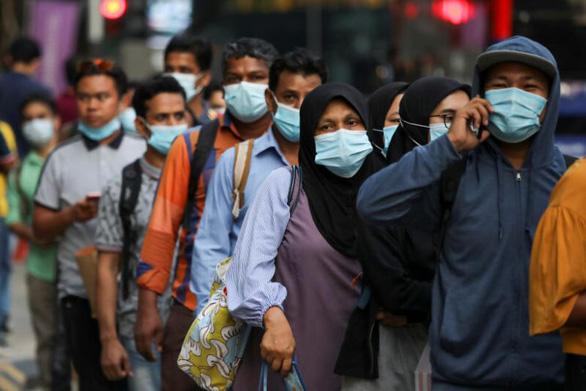 Chuyên gia Singapore: Đột biến của virus corona lây nhanh nhưng ít gây chết người hơn - Ảnh 1.