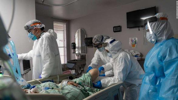 COVID-19 là nguyên nhân gây tử vong đứng thứ ba ở Mỹ - Ảnh 1.