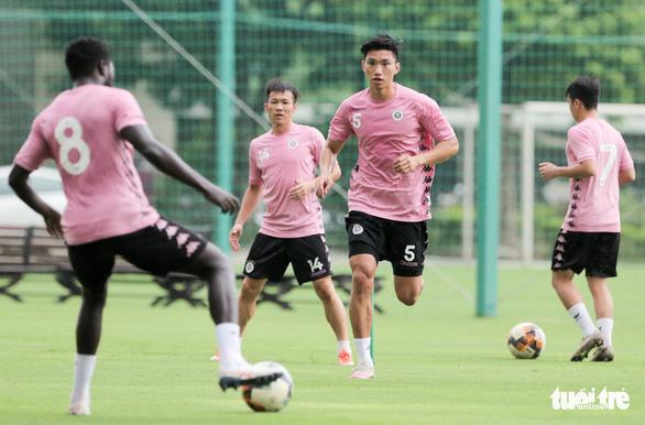 Vì sao HLV Park Hang Seo không triệu tập Văn Hậu vào đội tuyển U22 Việt Nam? - Ảnh 1.