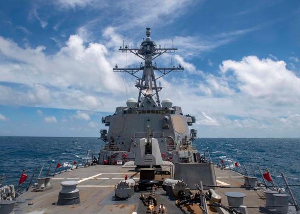 Trung Quốc chỉ trích tàu Mỹ đi qua eo biển Đài Loan là cực kỳ nguy hiểm - Ảnh 1.