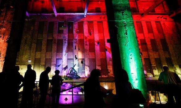 Hộp đêm thác loạn bí ẩn lừng danh Berlin lần đầu mở cửa công khai - Ảnh 1.
