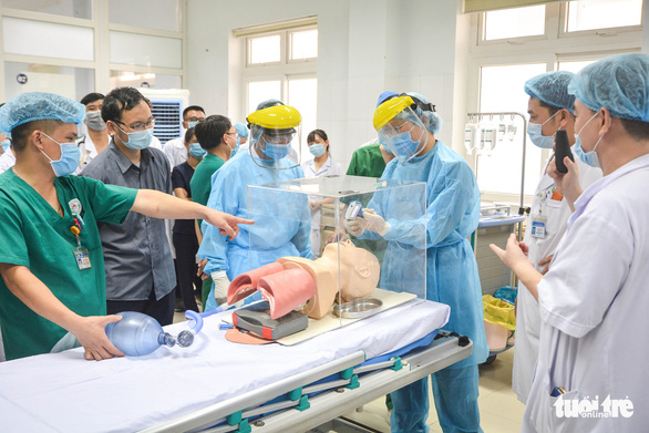Y bác sĩ Nghệ An tiến vào Đà Nẵng chống dịch: 'Đi hăng hái, về thắng lợi' - Ảnh 1.