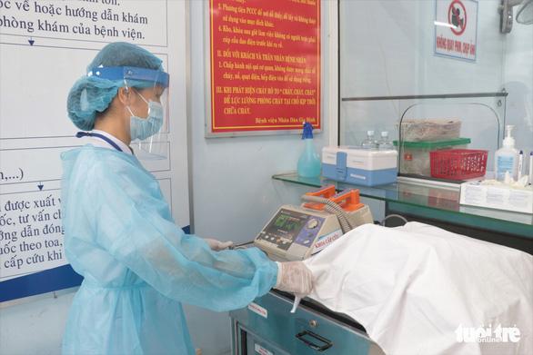 30 cán bộ y tế mắc COVID-19, 25 bệnh nhân tử vong: Bệnh viện phải kiểm soát lây nhiễm chéo - Ảnh 1.