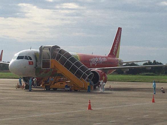 Cần Thơ đón chuyến bay đưa 233 công dân từ Hàn Quốc về nước - Ảnh 1.