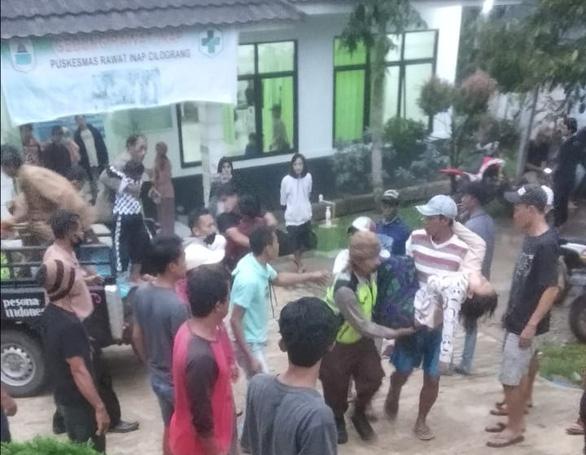 23 người bị sét đánh ở trận đấu bóng đá mừng Ngày độc lập của Indonesia - Ảnh 1.