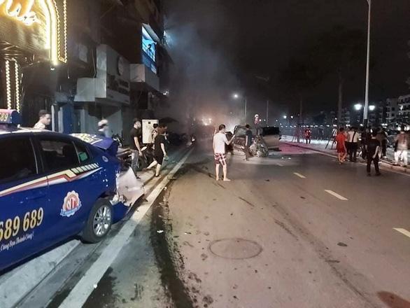 Tài xế Lexus phóng như bay gây tai nạn liên tiếp tông chết một phụ nữ - Ảnh 1.