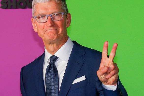 Apple là công ty đầu tiên của Mỹ đạt giá trị thị trường 2 ngàn tỉ USD - Ảnh 1.