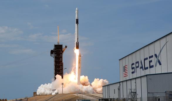 Tàu con thoi Crew Dragon của SpaceX rời ISS về Trái đất - Ảnh 3.