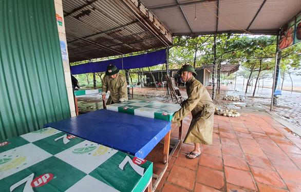 Bão số 2 áp sát bờ biển Ninh Bình đến Nghệ An, dự kiến đổ bộ từ trưa 2-8 - Ảnh 2.