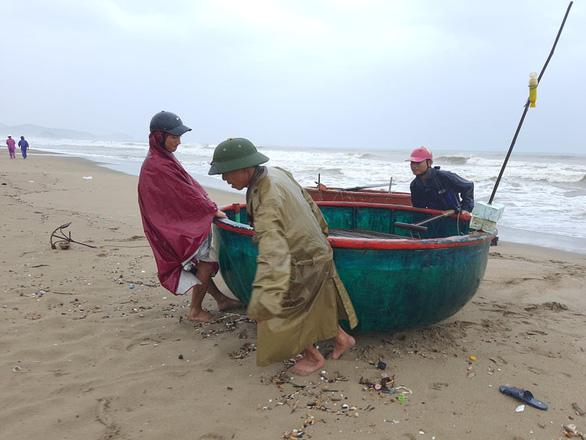 Bão số 2 áp sát bờ biển Ninh Bình đến Nghệ An, dự kiến đổ bộ từ trưa 2-8 - Ảnh 1.