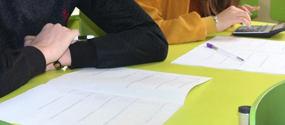 4 lựa chọn đối với kỳ thi tốt nghiệp trung học thời COVID-19 - Ảnh 1.