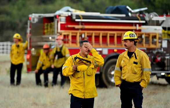 Cháy rừng ở Nam California, gần 8.000 người sơ tán - Ảnh 6.