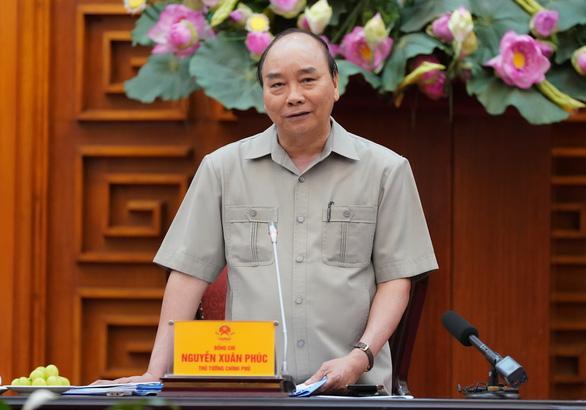 Thủ tướng: Không để đứt gãy nền kinh tế, tăng trưởng âm - Ảnh 1.