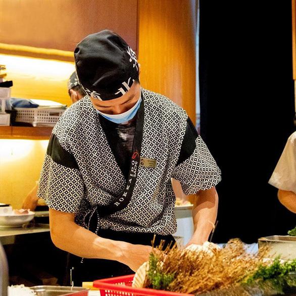 Nhà hàng Sushi Hokkaido Sachi không liên quan bệnh nhân COVID-19  - Ảnh 3.